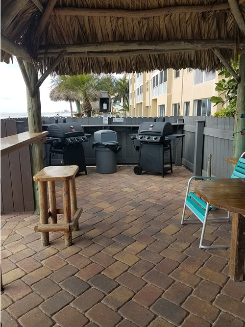 10 - Grill Area2