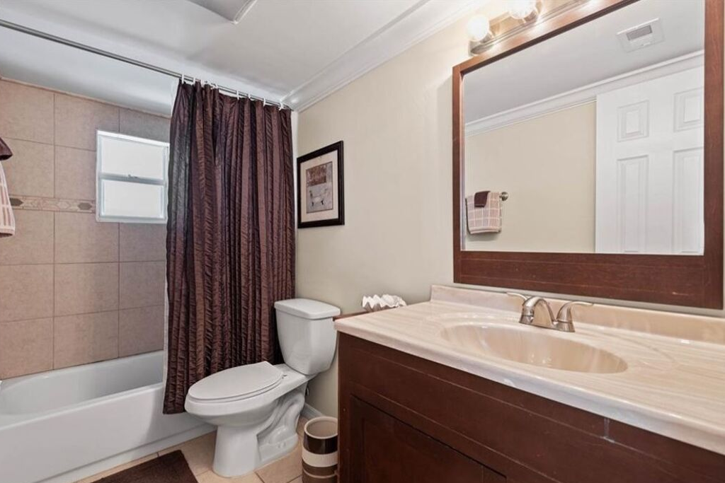 10 - Guest Bathroom